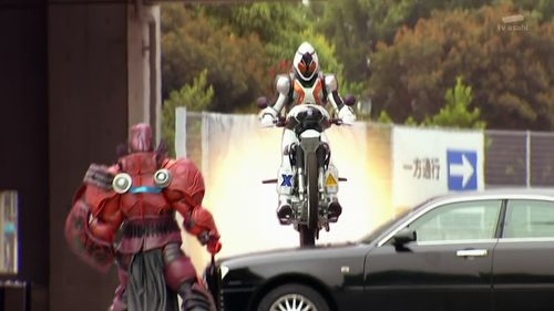 [Over-Time]_Kamen_Rider_Fourze_-_02_[B53C8531].mkv_snapshot_18.51_[2011.09.29_10.32.26]