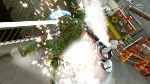 [Over-Time]_Kamen_Rider_Fourze_-_03_[C86E2AF6].mkv_snapshot_21.38_[2011.09.29_10.41.05]