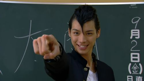[Over-Time]_Kamen_Rider_Fourze_-_01_[7FCDEA0B].mkv_snapshot_05.26_[2011.09.29_09.56.40]