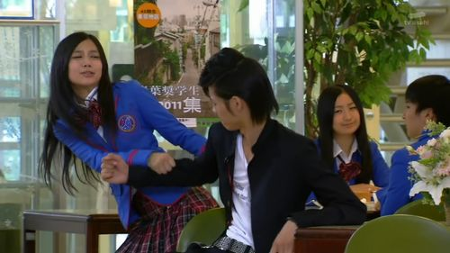 [Over-Time]_Kamen_Rider_Fourze_-_01_[7FCDEA0B].mkv_snapshot_09.20_[2011.09.29_10.04.30]